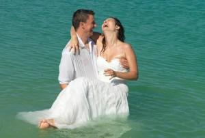 After-Wedding Fotoshooting mit jeder Menge Spaß